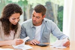 Couple-Calculating-Bills